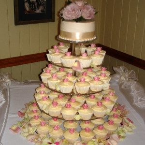 Cupcakes with Pink Icing Rose