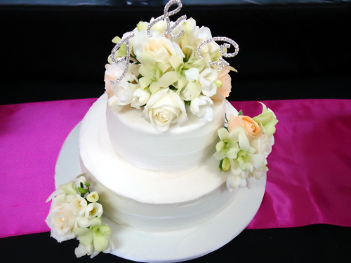 Two Tier Cake With Fresh Flowers One Stop Wedding Shop